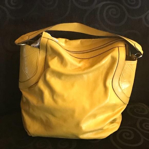 be1f34315 Leather shoulder bag. M_5b0154041dffdad2e1bb5d0d